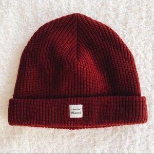 madewell • beanie (dark red)